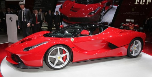 Ferrari-LaFerrari-motortrend-700x357